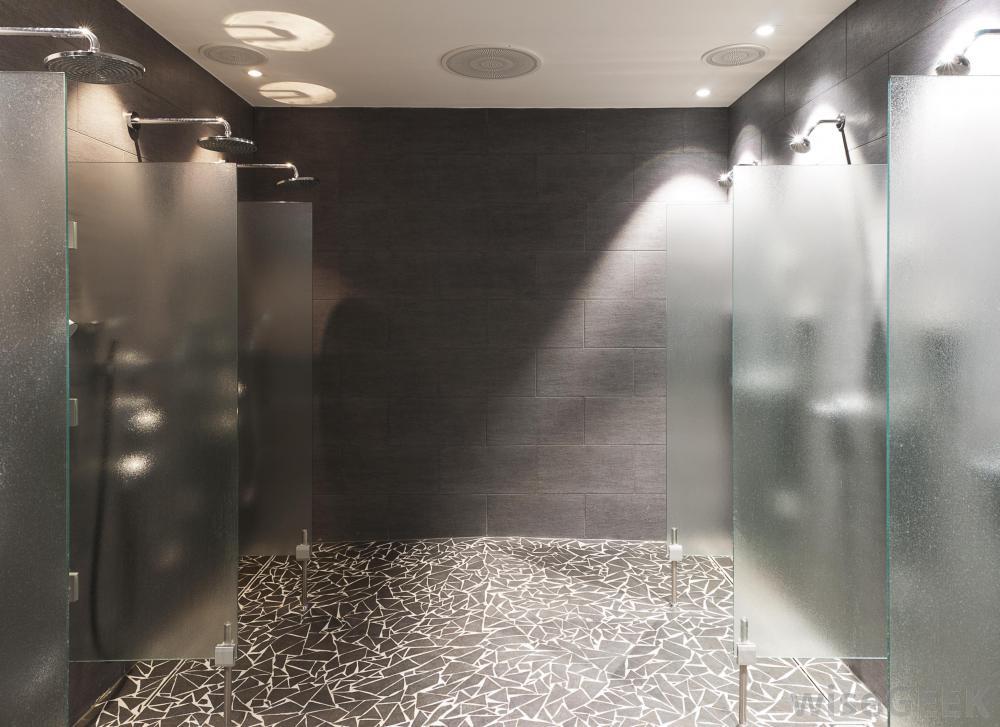 Közös zuhanyzó